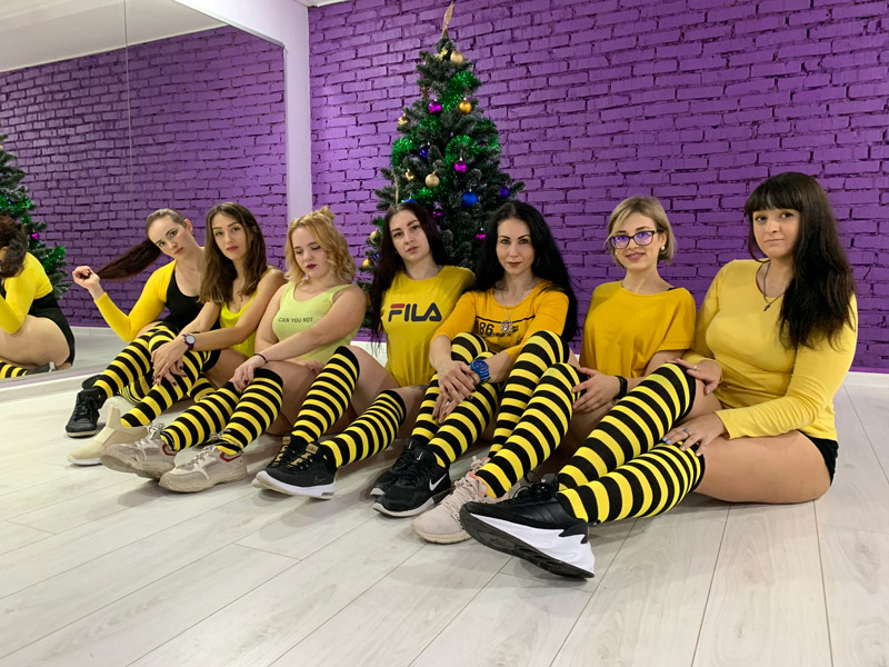 Плюшки тверк - Какие плюшки отличают нас от других танцевальных школ? (Глазами главного тренера и девочек из группы)